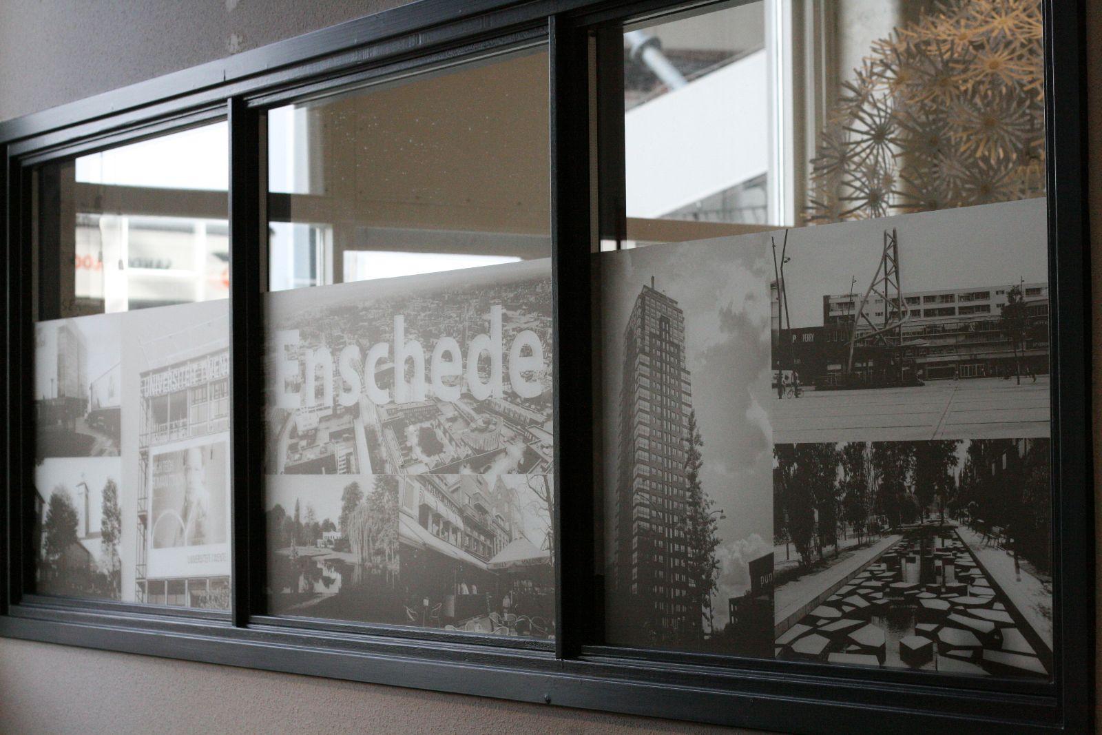 Onze diensten me graphics for Plakplastic raam