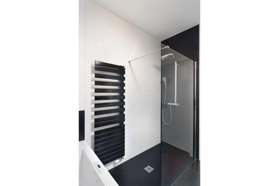 Witte Badkamer Opleuken ~ Douche en bad plaatsen in landelijke sfeer te Hamme