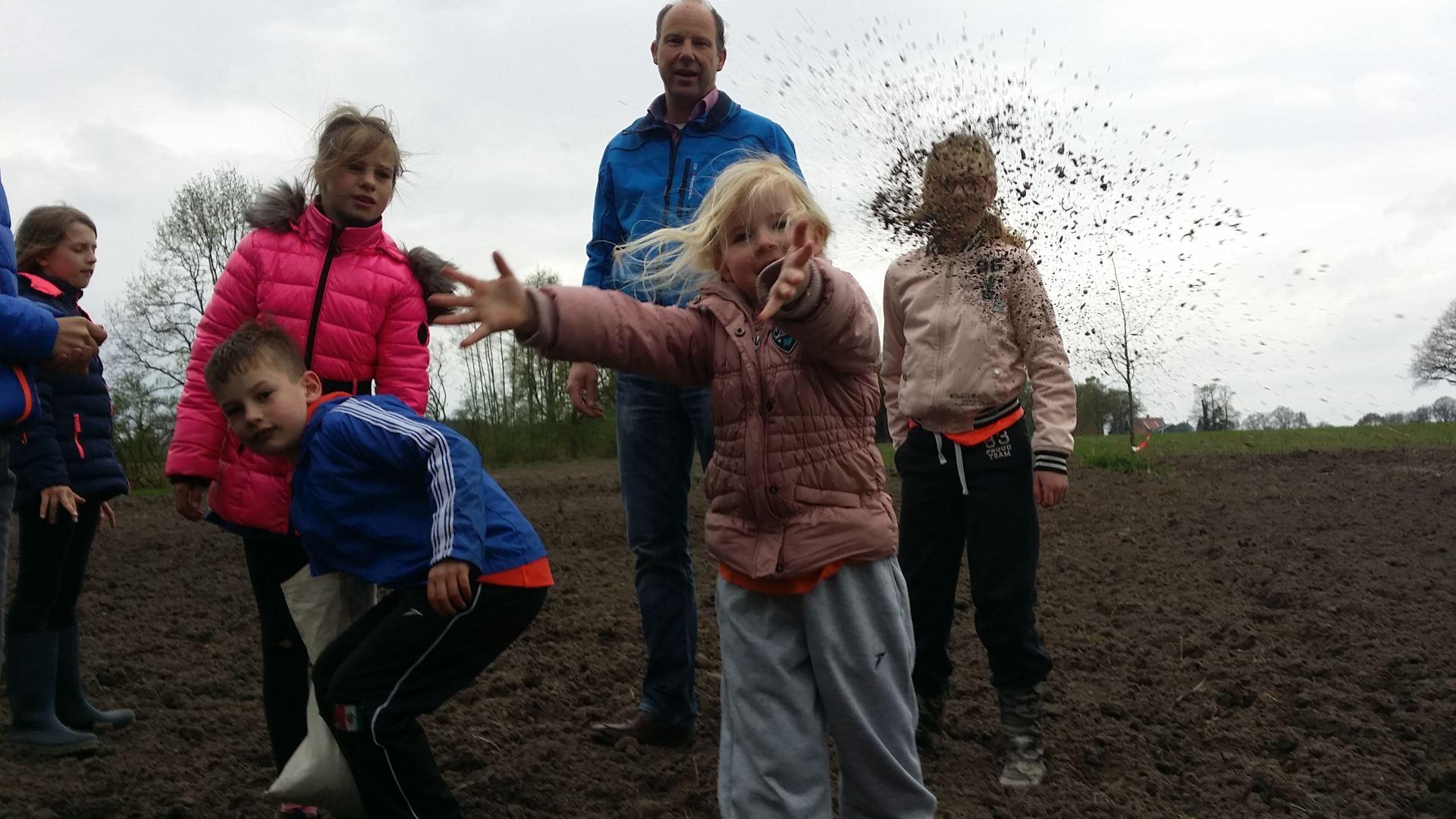 Jeugddorpsraad zaait eerste velden in voor project Groene Loper Enschede