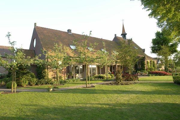 Verbouwing kerk tot woonhuis Glane
