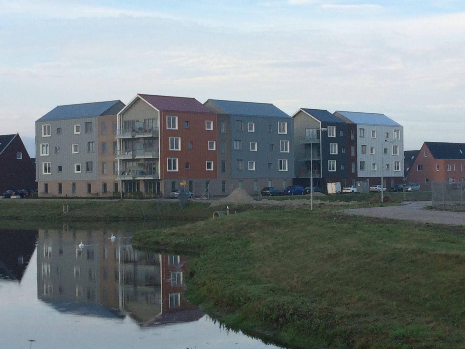 Broek op Langedijk. 108 woningen kappen en gevelbekleding en 2 appartementen complexen geheel aangenomen.