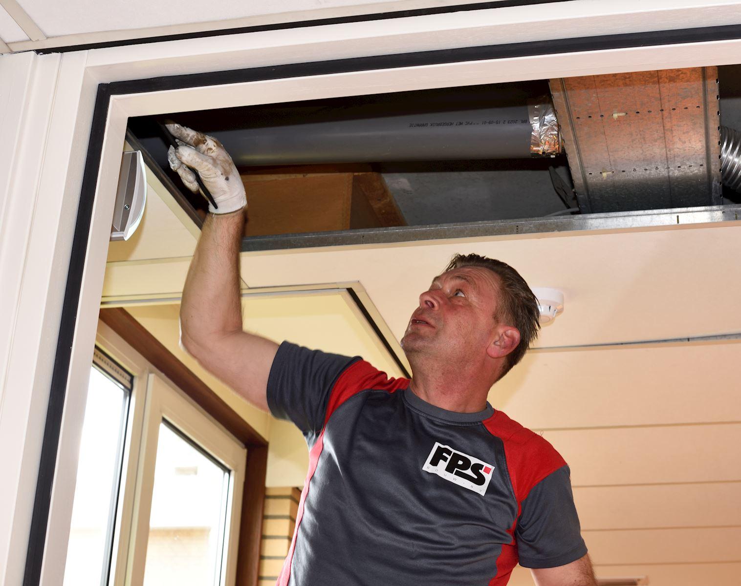 Afwerken boven plafond 210423 093414 DSC3603