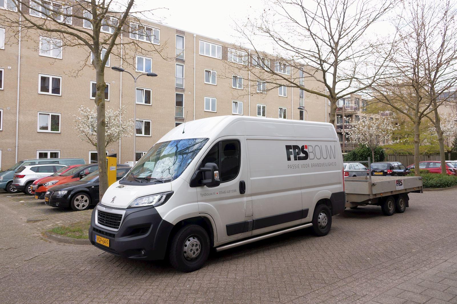 Bedrijfsbus met aanhanger DSC03463