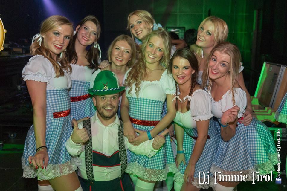 DJ Timmie Tirol met fans