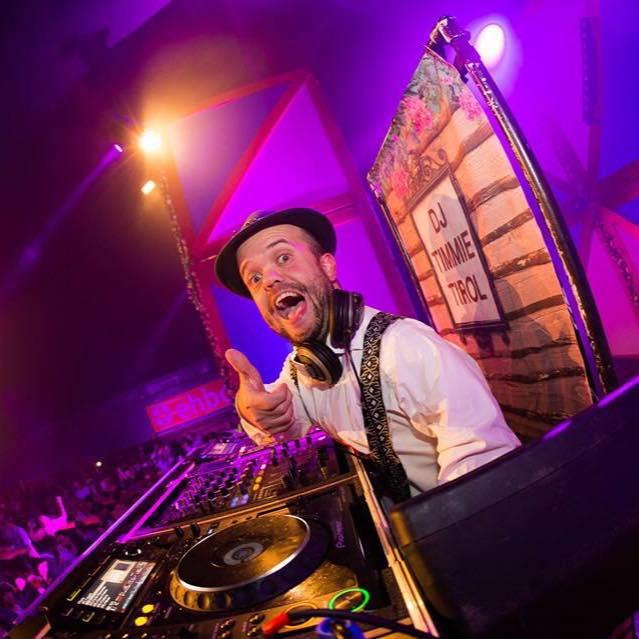 DJ Timmie Tirol tijdens Oktoberfest