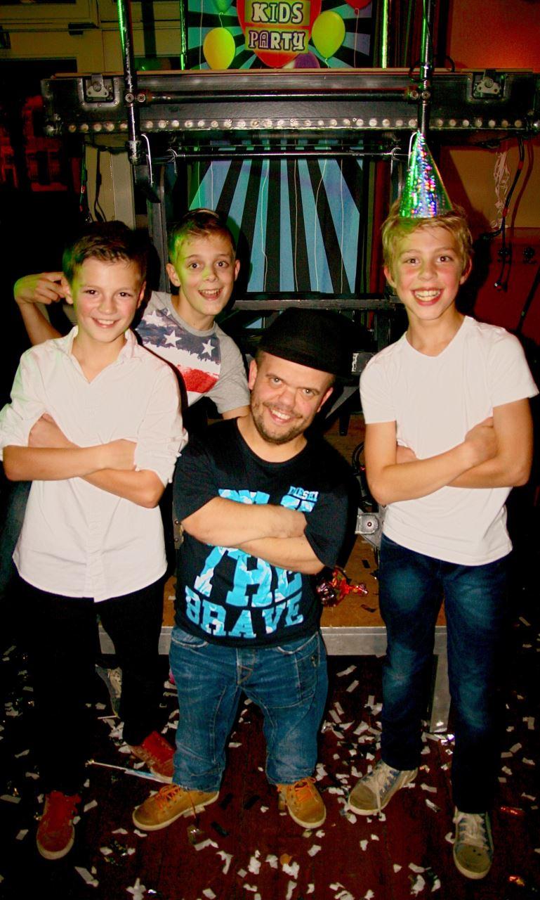 DJ Timmie met zijn jongste fans