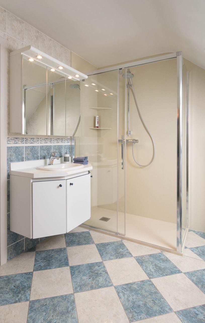 Bad vervangen naar een grote onderhoudsvriendelijke douche ...
