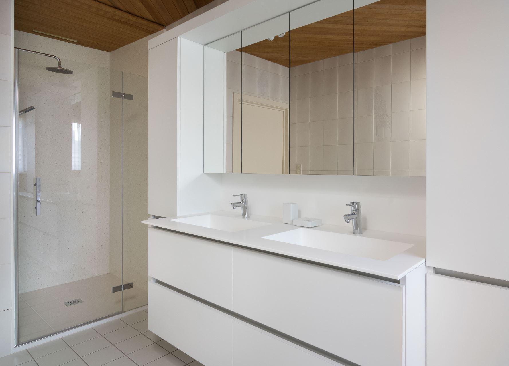 Opfrissing volledige badkamer te Bissegem. | Bubbles & Co