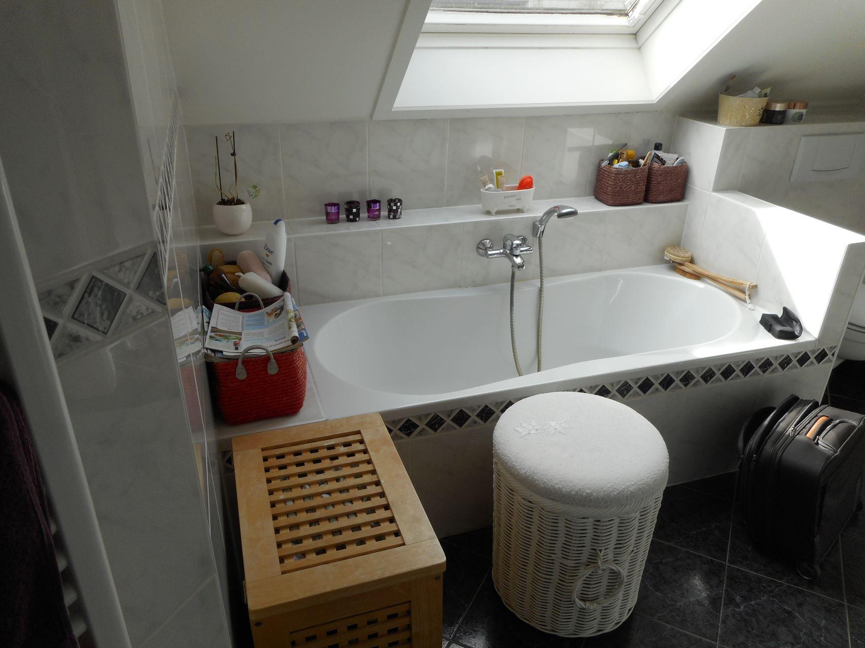 Renovatie Badkamer Knokke : Totale renovatie met bad douche nieuwe vloer te knokke