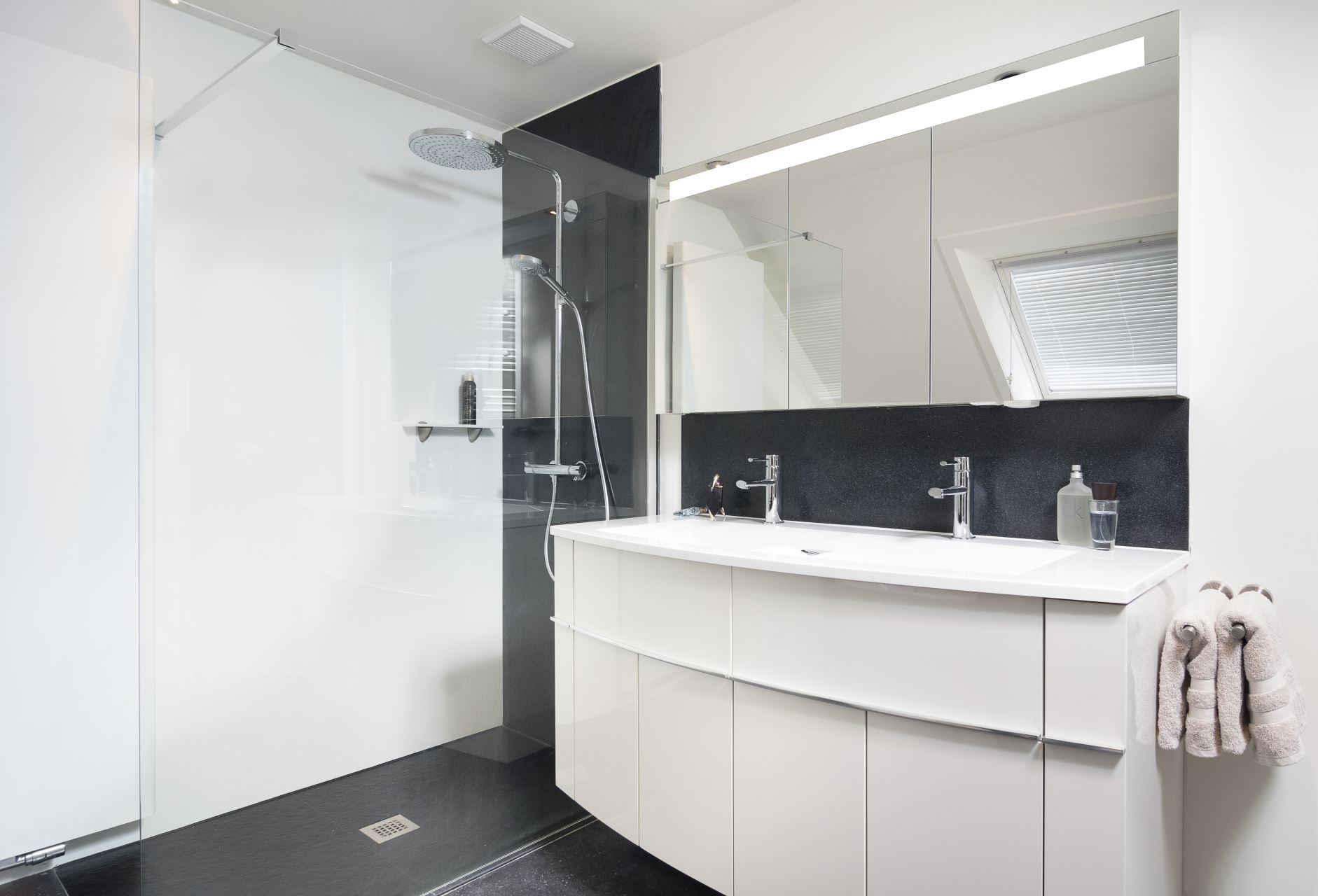 Renovatie Badkamer Knokke : Totale renovatie met bad douche nieuwe vloer te knokke heist