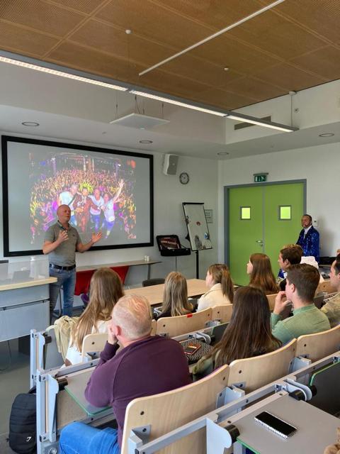 Ronnie_Ruysdael_Thijs_de_Nijs_Collegetour_Hogeschool